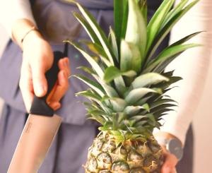 Jak pokroić ananasa?